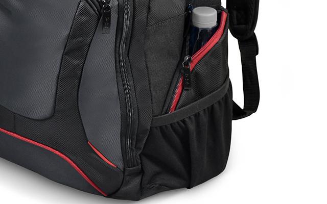 f79ee053fd Vous retrouverez sur chaque côté du sac-à-dos une poche zippée, pour vos  petits accessoires. Egalement sur le côté gauche se situe une poche à  filet, ...